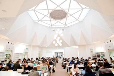 Dans la bibliothèque François-Goguel de Sciences-Po Lille en février.