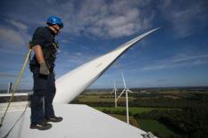 La création de 2,5millions de postes pour le renouvelable compenserait largement la destruction de 400000emplois dans le fossile.